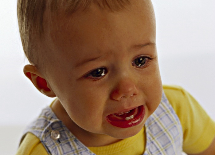 Как отучить ребенка от вредных привычек: грызть ногти, сосать палец, разбра