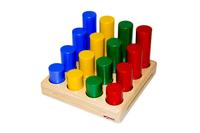 Доска с цветными цилиндрами разной высоты
